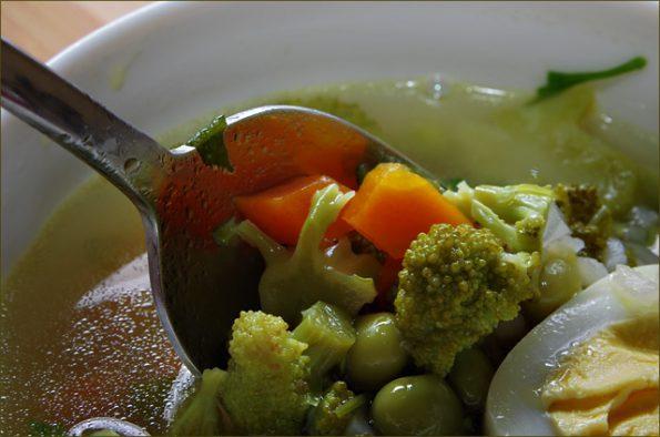 Суп из брокколи и зеленого горошка