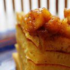Тыквенные панкейки с пряным яблочным соусом