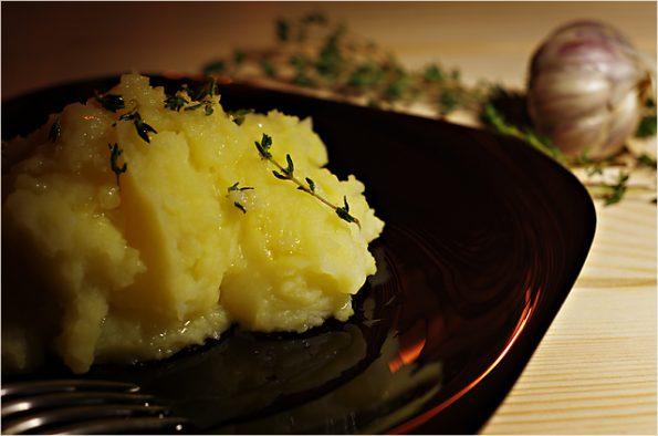 Картофельное пюре с чесноком и тимьяном