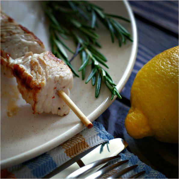 Шашлычки с лимоном и розмарином