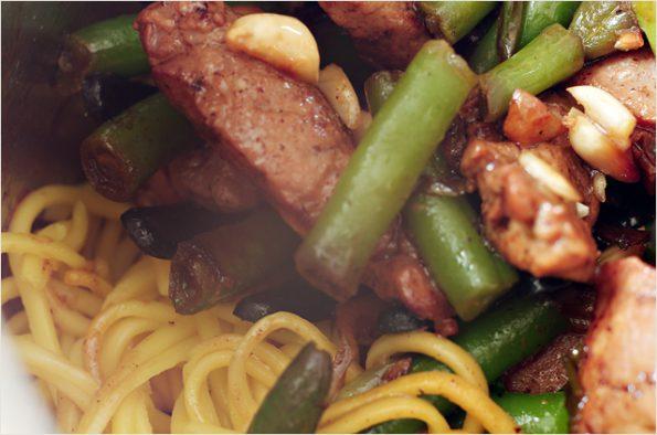 Стир-фрай из свинины с зеленой фасолью