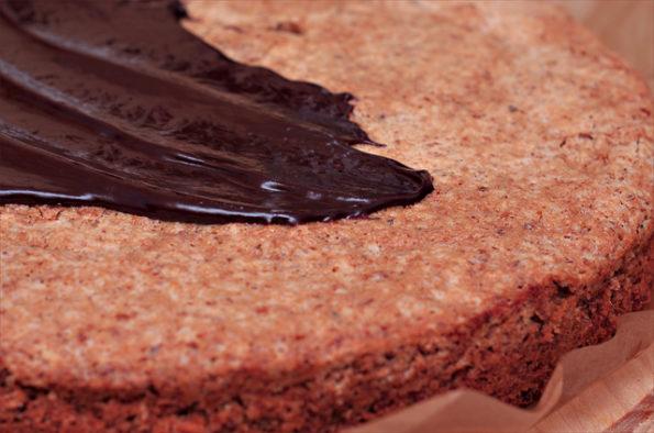 ореховый торт с шоколадной глазурью