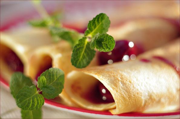 бисквитные блинчики с вишней