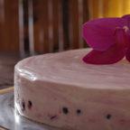 Ніжний йогуртовий торт з ягодами