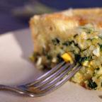 Простий заливний пиріг з яйцем, рисом і шпинатом