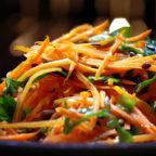 Бодрящий морковный салат для хорошего настороения