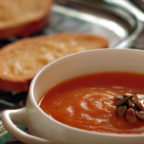 Густой тыквенный суп с чесночными гренками